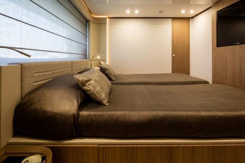 Ferretti 960 Exterior (img-12)