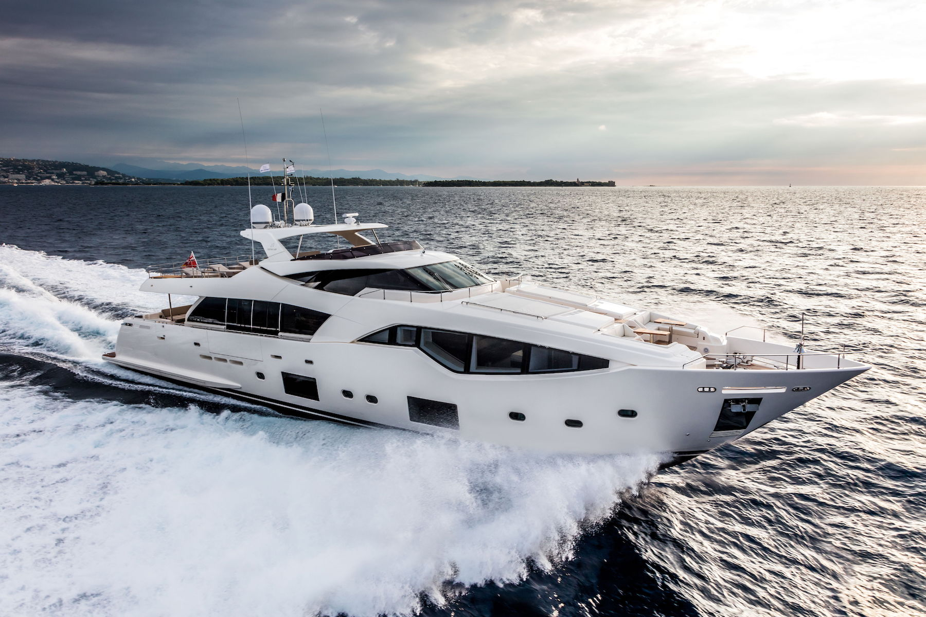 Custom Line 108' Virtual Tour