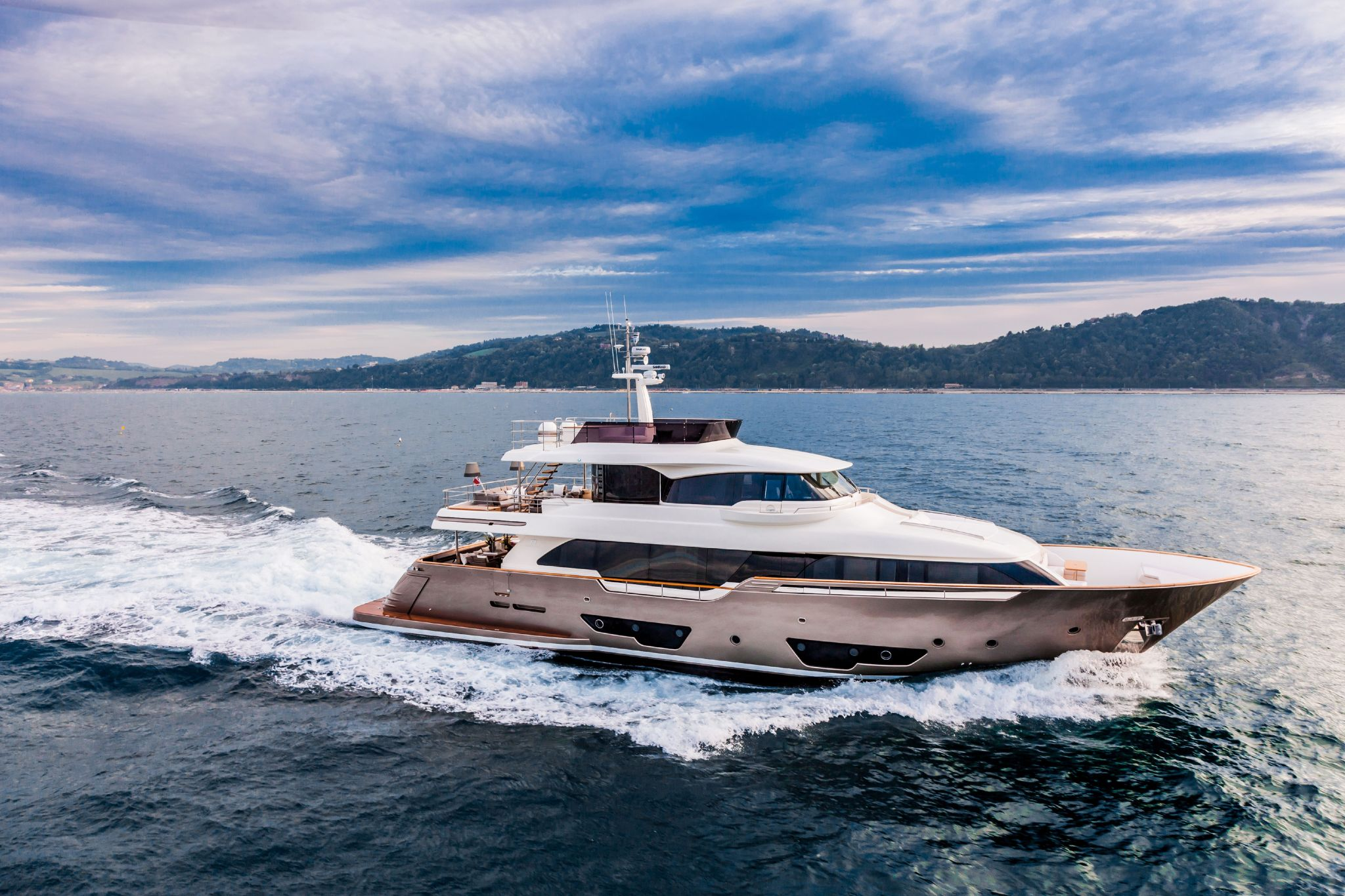 Custom Line Navetta 28 Virtual Tour
