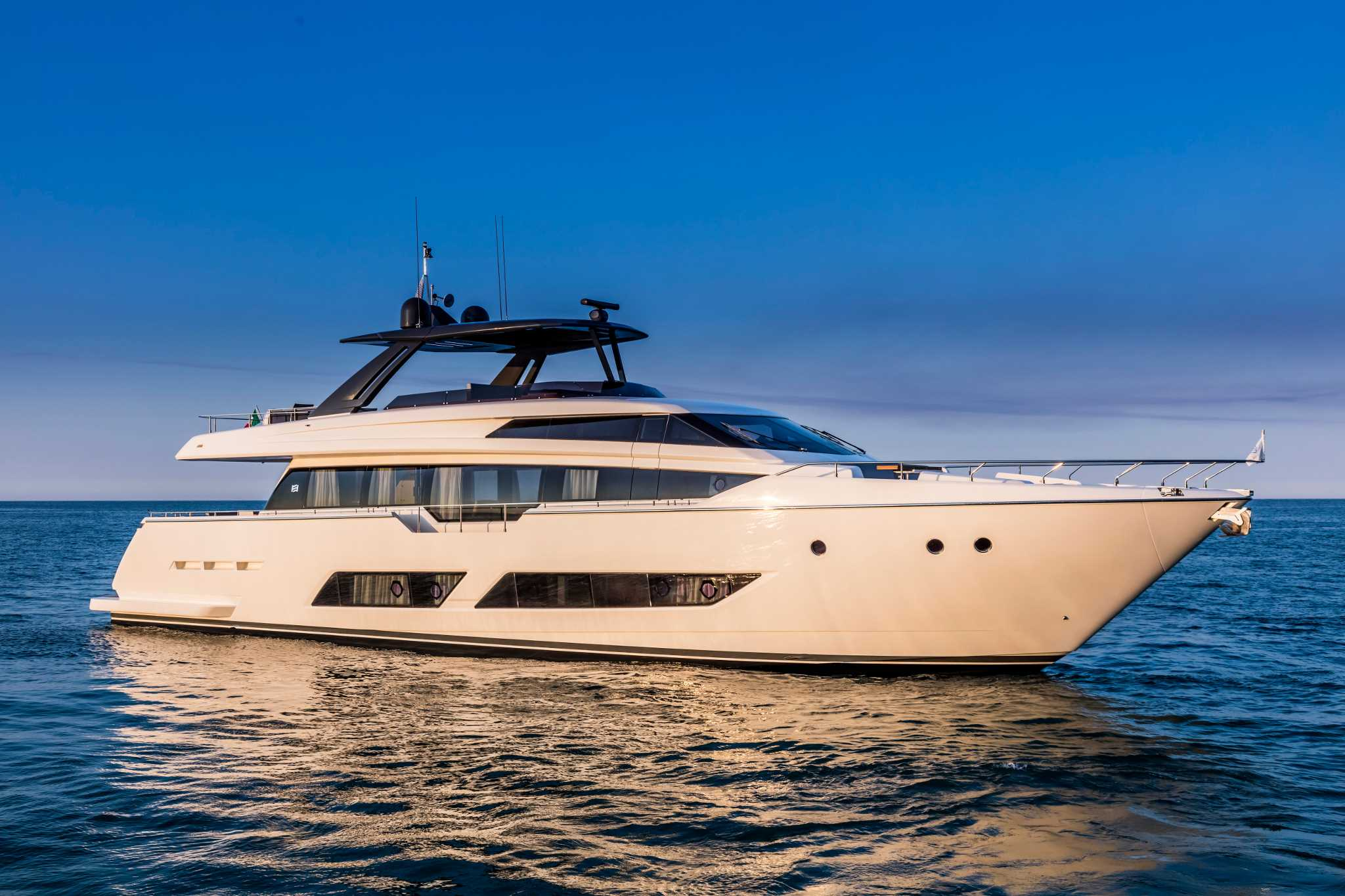 low priced 16085 063c3 Ferretti 850 | Consulyachts