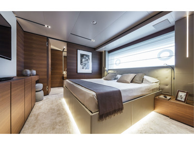Custom Line New Navetta 33 Interior (img-11)
