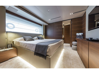 Custom Line New Navetta 33 Interior (img-13)