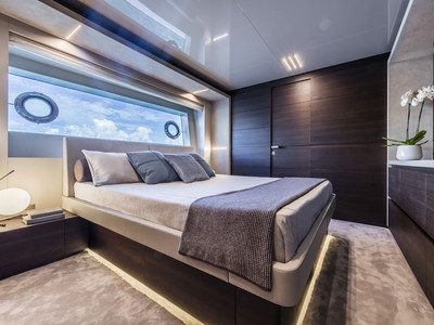 Custom Line Navetta 37 New Interior (img-17)