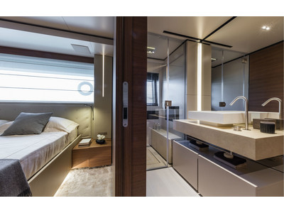 Custom Line New Navetta 33 Interior (img-14)