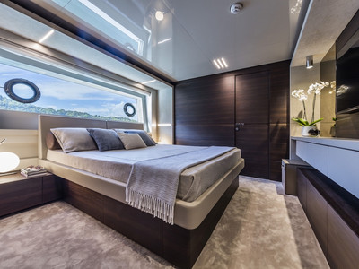 Custom Line Navetta 37 New Interior (img-19)