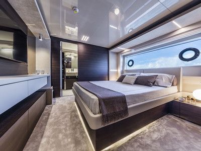 Custom Line Navetta 37 New Interior (img-21)