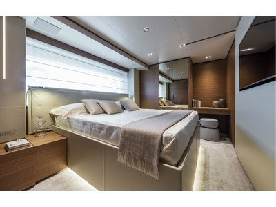 Custom Line New Navetta 33 Interior (img-16)