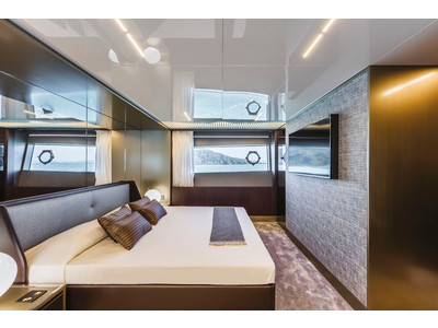 Ferretti 850 Interior (img-13)