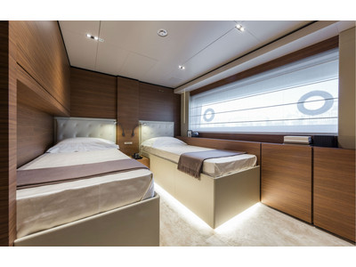 Custom Line New Navetta 33 Interior (img-18)