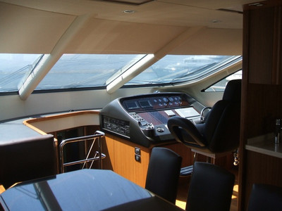 Sunseeker Manhattan 70 Exterior (img-4)