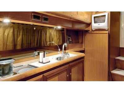 Mochi Craft Dolphin 44' Interior (img-1)