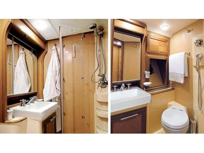 Mochi Craft Dolphin 44' Interior (img-3)