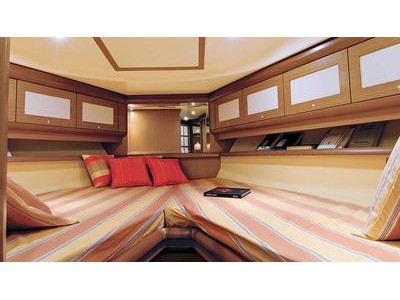 Mochi Craft Dolphin 44' Interior (img-4)