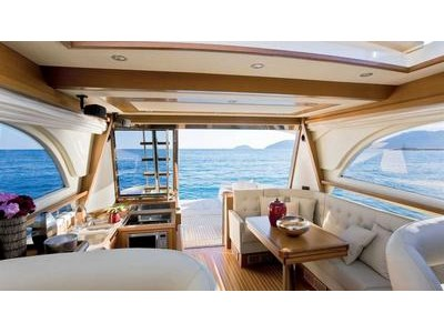 Mochi Craft Dolphin 54' Interior (img-2)