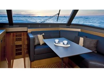 Mochi Craft Dolphin 74' Cruiser Interior (img-4)