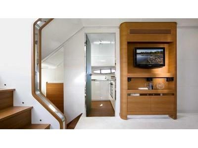Itama 75 Interior (img-19)