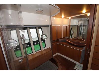 Ferretti 731 Interior (img-15)
