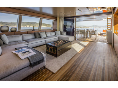 Custom Line New Navetta 33 Interior (img-21)