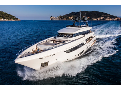 Custom Line Navetta 37 New Exterior (img-13)