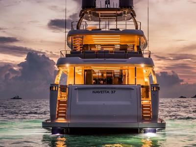 Custom Line Navetta 37 New Exterior (img-20)