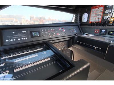Custom Line 97' Interior (img-3)