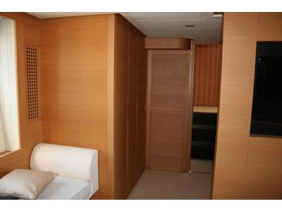 Pershing 64 Interior (img-7)