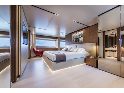 Custom Line New Navetta 33 Interior (img-6)