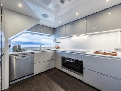 Custom Line Navetta 37 New Interior (img-10)