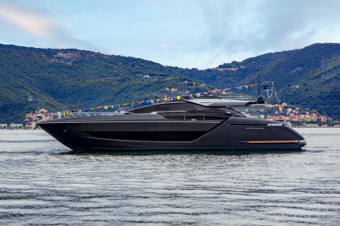 Riva 88' Folgore: the new object of desire on the international yachting scene.